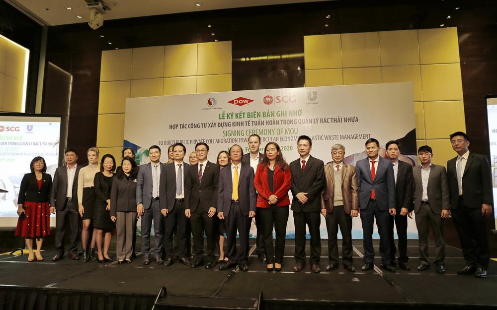 Ký kết hợp tác công tư xây dựng kinh tế tuần hoàn trong quản lý rác thải nhựa